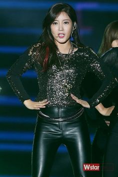 Soyeon, Leather Leggings, Japanese Girl, The Beatles, Asian Girl, Goth, Kpop, Sexy, Outfits