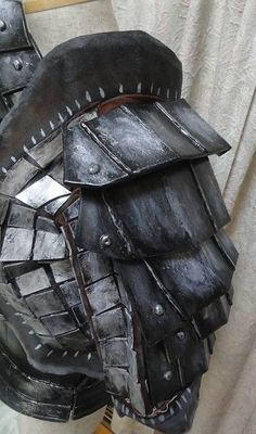 "How to make Shoulder armor - Monster Hunter series ""Gianosu Soubi"" - GYAKUYOGA [Tutorial of Cosplay weapon,aromor,prop] -- Uses EVA foam."