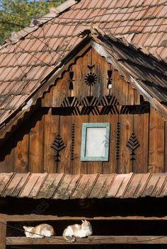 Romania, Maramures, house detail.  Maramures,  Roumanie – Fronton d'une maison en bois à Maratal.