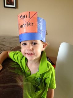 How adorable is this DIY postman hat???? You could even use it during Valentines' week and put a heart on it!