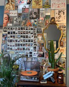 room ideas aesthetic vintage - room ideas room ideas aesthetic room ideas bedroom room ideas for small rooms room ideas for men room ideas aesthetic grunge room ideas bedroom teenagers room ideas aesthetic vintage Teen Room Decor, Room Ideas Bedroom, Gold Bedroom Decor, Bedroom Inspo, Bedroom Inspiration, Vintage Room, Bedroom Vintage, Vintage Diy, Grunge Room