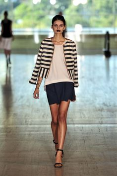 lovely blazer- Lisa Ho Ready-to-Wear S/S Lisa Ho, Australian Fashion Designers, Vogue Australia, Who What Wear, Dress Me Up, Love Fashion, Going Out, Ready To Wear, Summer Outfits