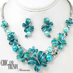 """BUTTERFLY""BLUE PEARL RHINESTONE CHUNKY NECKLACE SET*CHIC AND TRENDY"