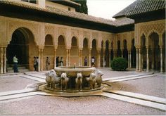Learn Spanish in Granada. Granada is one of the best places to learn Spanish. Here you will find the most complete information to learn Spanish in Granada. Granada Spain, Cordoba Spain, Spanish Courses, Moraira, Moorish, Patio, Seville, Spain Travel, Day Tours