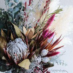 souiさんはInstagramを利用しています:「Bouquet。 . . #ブーケ #ドライフラワー #プリザーブドフラワー #プレ花嫁 #結婚準備 #結婚式準備 #挙式 #披露宴 #お色直し #前撮り #フォトウェディング #ウェディングブーケ #ブライダルブーケ #リースブーケ #ヘッドドレス #ヘッドパーツ…」