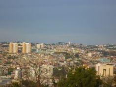 Mirando desde pasaje Dimalow, cerro Alegre, Valparaíso, Chile. Saludos www.demirar.cl