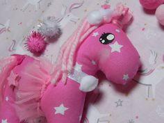 unicorno rosa pompon