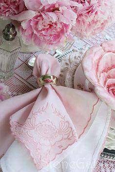 lovely layered hanky napkins...♥