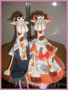 Casal de Girafa confeccionado em tecido 100% algodão e algodão cru para decoração. Cor à escolha do cliente. R$ 60,00
