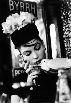 View Mary Dove at Cafe, Paris Vogue by William Klein on artnet. Browse more artworks William Klein from Howard Greenberg Gallery. Mode Vintage, Vintage Vogue, Vintage Fashion, 1950s Fashion, Vintage Paris, Vintage Glam, Man Ray, William Klein, Foto Fashion
