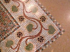 Mosaïque Barcelone. Good mosaic border pattern idea