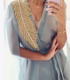 What's trending: women's street style for fall/winter 2017 Abaya Fashion, Muslim Fashion, Modest Fashion, Fashion Dresses, Fashion Fashion, Coco Chanel Moda, Estilo Abaya, Fashion Details, Fashion Design