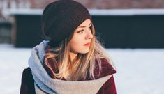 trending winter outfits 2016 - Teenage Girl in scarf, hat, and winter clothes image - Free stock photo - Public Domain photo - Images Beanie Outfit, Slouchy Beanie, Scarf Hat, Go Feminin, Winter Trends, Look Thinner, Dalai Lama, Trends 2018, Fashion Advice