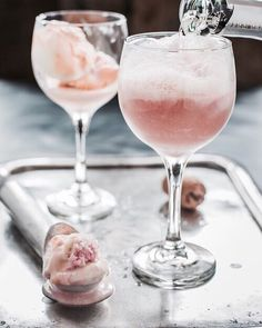 These Pink Champagne Floats with rainbow sherbet are the perfect dessert for Val., Desserts with Sherbet Cocktail Desserts, Summer Cocktails, Cocktail Drinks, Cocktail Recipes, Floats Drinks, Colorful Cocktails, Party Drinks, Drink Recipes, Pink Prosecco