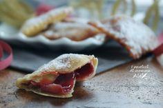 I Ravioli fritti di Carnevale sono dei prelibati dolcetti ripieni di confettura preparati con lo stesso impasto delle Chiacchiere di Carnevale.