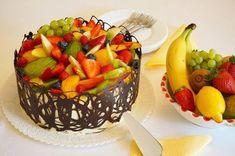 Velký ovocný dort s banánovým krémem