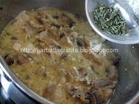 Paste cu pui si ciuperci preparare reteta Meat, Chicken, Food, Meals, Yemek, Buffalo Chicken, Eten, Rooster