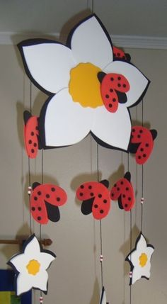 I found some mobiles on the net to decorate the classroom with molds and I am posting if it is of interest to someone to decorate their room . Kids Crafts, Foam Crafts, Preschool Crafts, Diy And Crafts, Paper Crafts, Classroom Art Projects, Classroom Decor, Decoration Creche, Mobiles For Kids