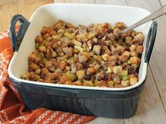 #HomemadeHolidays Apple Cranberry Walnut Stuffing Chef :: Rachael B This delicious apple cranberry walnut stuffing is the perfect compliment to any Thanksgiving meal.