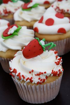 So sweet and gorgeous Vanilla Cupcakes decorated with vanilla frosting and topped with strawberry and sprinkles.