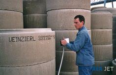 Foto: REA JET - Großschrift Tintenstrahldrucker -  Mobile Kennzeichnung von Betonrohren