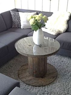DIY Cable drum table-minus the glass top Diy Cable Spool Table, Cable Drum Table, Wooden Spool Tables, Wooden Cable Spools, Wood Spool, Wood Table, Table Tambour, Spool Crafts, Pallet Furniture