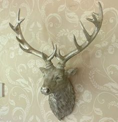 A beautiful stag head to create an ornate feature on the main wall. Finishing touches