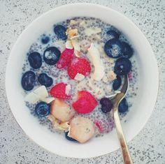 Prosty przepis nadrugie śniadanie. Może być pierwsze :). Zamiast nasion chia możesz spróbować siemienia lnianego, aleja nie próbowałam tejwersji. Składniki...