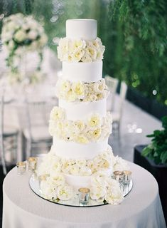 The Cancer cake: http://www.stylemepretty.com/2016/03/23/wedding-style-zodiac-sign-astrology/