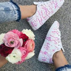 Flowers #mood 2star.it #2STAR #2starcollection #2starlifestyle #new #Spring #Summer #low #sneaker #sneakers #white #pink #hand #painting #shoe #shoes #style #trend #glamorous #fashion #instacool #flowers #bouquet #instamood