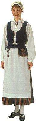 Rovaniemen naisen puku. Kuva © Helmi Vuorelma Oy Folk Costume, Costumes, Santa Claus Village, Finland, Apron, Beauty, Dresses, Traditional, Crafts