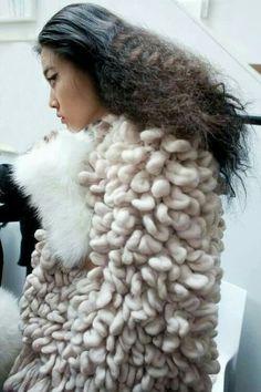 knitting, knitwear, crochet & other fiber obsessions Knitwear Fashion, Knit Fashion, Fashion Art, Fashion Design, Fashion 2017, Fall Fashion, Fashion Trends, Textiles, Fabric Manipulation