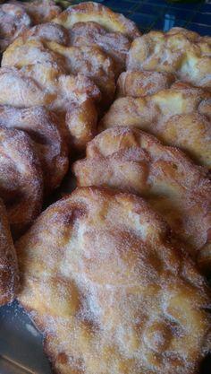 Filhos - Malasadas - Portuguese Fried Dough---just like I remember. Portuguese Sweet Bread, Portuguese Desserts, Portuguese Recipes, Portuguese Food, Portuguese Donuts Recipe, Malasadas Recipe Portuguese, Portuguese Filhos Recipe, Donut Recipes, Dessert Recipes