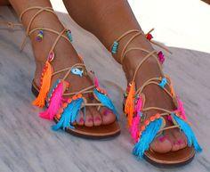 """Atar las sandalias de Gladiador / cuero sandalias / sandalias de flecos / hecho a mano sandalias decoradas sandalias / sandalias/Boho colorido pisos """"MYKONOS"""""""
