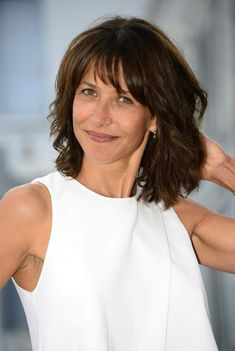Sophie Marceau - 2014 Angouleme French-Speaking Film Festival Opening Ceremony, Sophie Marceau Style, Outfits and Clothes. Medium Hair Cuts, Medium Hair Styles, Curly Hair Styles, Shag Hairstyles, Hairstyles With Bangs, Female Hairstyles, Short Hair With Bangs, Short Hair Cuts, Hairstyles For Medium Length Hair Tutorial