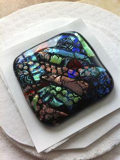 en hier de 'after' dichroic glas de diepte van de kleuren is van alle kanten anders door de lichtinval.