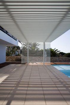Image 25 of 27 from gallery of House in Menorca / Dom Arquitectura. Photograph by Dom Arquitectura Deck With Pergola, Covered Pergola, Backyard Pergola, Pergola Shade, Patio Roof, Pergola Plans, Pergola Kits, Modern Pergola, Pergola Designs