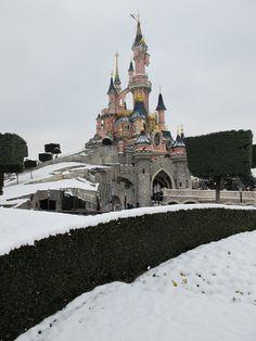 Eurodisney | Disneyland Paris in the winter time <3 <3 <3 @Sally McWilliam Woolfenden
