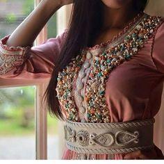 A toutes les filles future mariées qui vont fêter leurs mariage bientôt et qui cherchent en ligne des jolies & prestigieuses robes marocain...