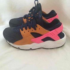 1c37882370cd1 Nike Huaraches Women s Size - Mercari  Anyone can buy   sell