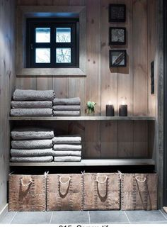 in changing room section of sauna building Cabin Homes, Log Homes, Deco Spa, Scandinavian Cabin, Cabin Bathrooms, Contemporary Home Furniture, Sauna Room, Shelves In Bedroom, Style Deco
