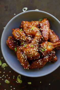 Spicy Korean Chicken Wings - crazy yummy baked Korean chicken wings with sweet and savory Korean red pepper sauce. Spicy Korean Chicken, Korean Chicken Wings, Chicken Wings Spicy, Chicken Wing Recipes, Chicken Wing Flavors, Easy Asian Recipes, Easy Delicious Recipes, Spicy Recipes, Cooking Recipes