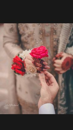 Bridal Photoshoot, Bridal Shoot, Bridal Photography, Girl Photography Poses, Desi Wedding Decor, Girl Hand Pic, Indian Wedding Photos, Bridal Mehndi Designs, Beautiful Girl Image