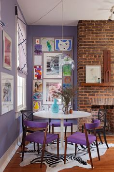 Terrific Free vintage Brick Fireplace Ideas Sometimes it compensates in order to neglect your transform! Rather then pulling out the obsolete brick fireplace , cut Decoracion Vintage Chic, Sweet Home, Tulip Table, Charleston Homes, Dining Nook, Dining Chairs, Brick Fireplace, Fireplace Ideas, Small Dining