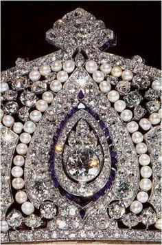 The Royal Order of Sartorial Splendor: Tiara Thursday: The Cartier Indian Tiara