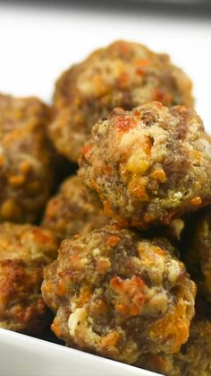 food Cream Cheese Sausage Balls - this recipe will change the way you make sausage ball forever! Seriously THE BEST sausage balls EVER! Yummy Appetizers, Appetizer Recipes, Sausage Appetizers, Best Appetizers Ever, Breakfast Appetizers, Party Appetizers, Sausage Recipes, Cooking Recipes, Keto Recipes