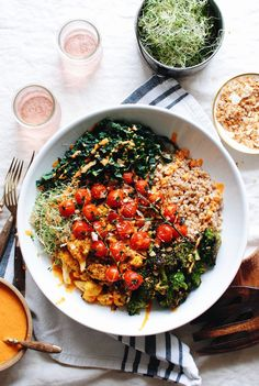 Roasted Vegetable and Farro Grain Bowl / Bev Cooks Clean Recipes, Whole Food Recipes, Fudge Recipes, Farro Grain, Vegetarian Recipes, Healthy Recipes, Farro Recipes, Vegetarian Grilling, Ramen Recipes