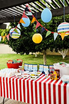 hot dog bar for summer bbq . Using applegate hot dogs! Birthday Party Snacks, Bbq Party, Hot Dog Party, Burger Party, 30th Birthday, Birthday Ideas, Lake Party, Baseball Birthday, Puppy Party