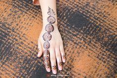 Arabic Henna, Henna Mehndi, Mehendi, Hand Henna, Simple Henna Tattoo, Mehndi Designs, Hand Tattoos, Mehandi Designs, Mehndi