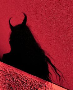 Horns like the devil Demon Aesthetic, Bad Girl Aesthetic, Aesthetic Colors, Aesthetic Grunge, Aesthetic Photo, Aesthetic Pictures, Rauch Fotografie, Shadow Pictures, Photo D Art